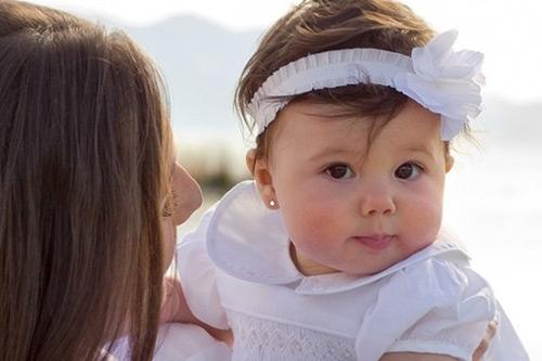 Ham bấm lỗ tai cho bé sơ sinh, mẹ nhận hậu quả khó lường - Ảnh 1
