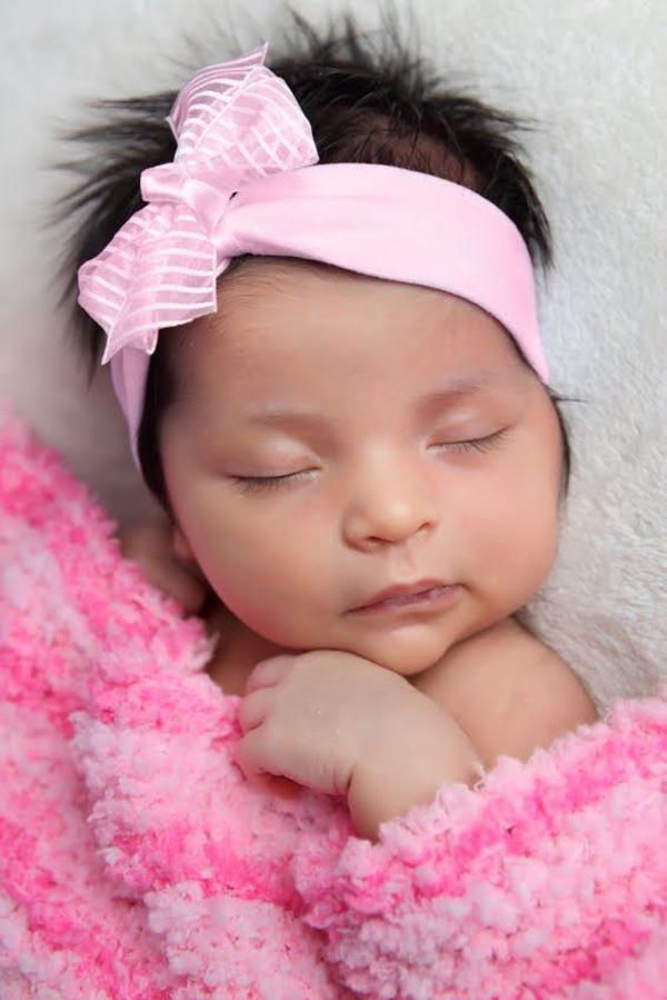 Không chỉ làm đẹp, đeo băng đô trên đầu cho trẻ sơ sinh còn có lợi ích bất ngờ - Ảnh 1