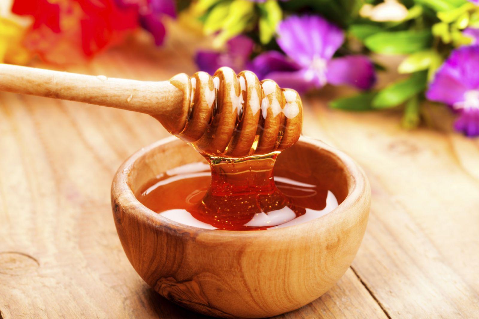 Dùng mật ong làm gia vị nấu ăn cho bé được giữ ấm tốt