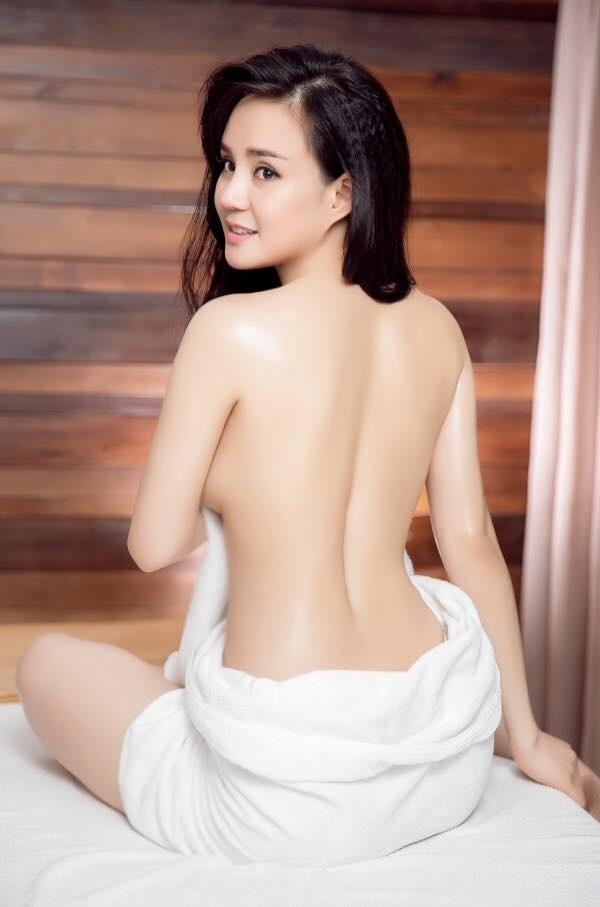 Trước khi bị tố giật chồng, Vy Oanh từng khiến chị em ghen tỵ với thân hình bốc lửa, nuột nà dù đã 2 lần sinh nở - Ảnh 5