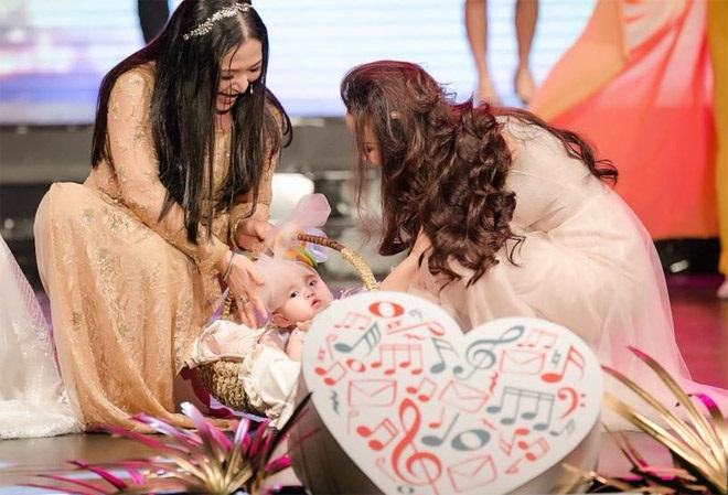 Con gái của Vy Oanh và chồng đại gia hơn 15 tuổi gây chú ý hơn cả mẹ - Ảnh 2