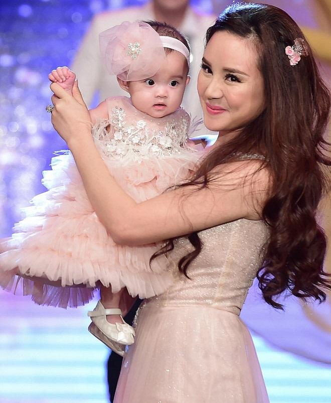 Con gái của Vy Oanh và chồng đại gia hơn 15 tuổi gây chú ý hơn cả mẹ - Ảnh 3