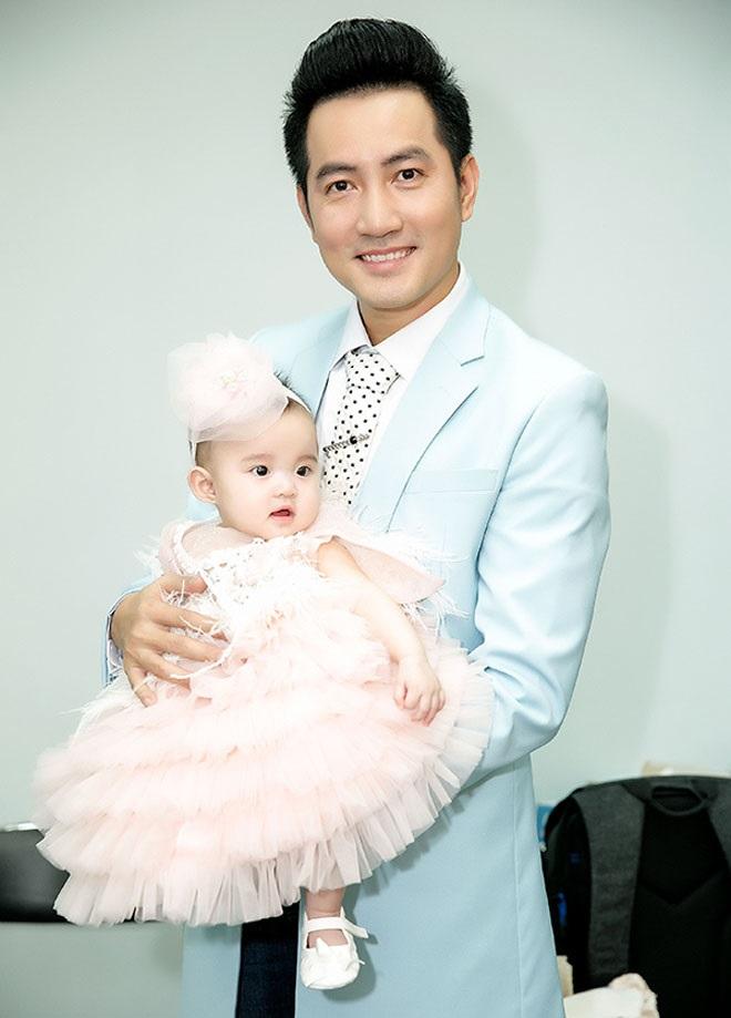 Con gái của Vy Oanh và chồng đại gia hơn 15 tuổi gây chú ý hơn cả mẹ - Ảnh 6
