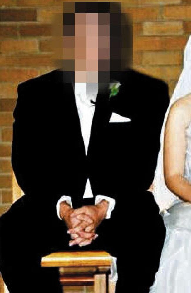 Lén xem điện thoại của chồng, vợ chết lặng khi phát hiện tội ác kinh hoàng - Ảnh 1