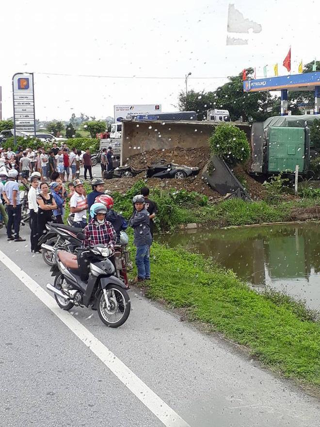 Xe tải đè nát xe con ở Nam Định, một người tử vong - Ảnh 1