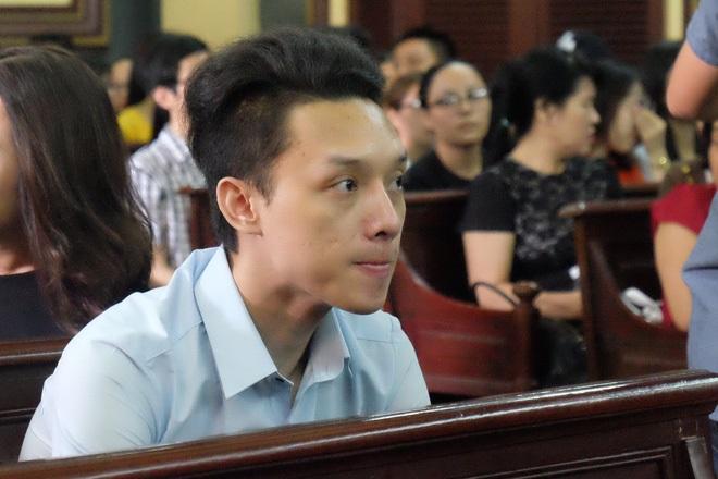 Ngày thứ 5 xét xử vụ hoa hậu Phương Nga: Bị cáo cười tươi, tự tin bước vào phòng xử án - Ảnh 6