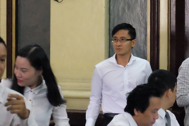 Ngày thứ 5 xét xử vụ hoa hậu Phương Nga: Bị cáo cười tươi, tự tin bước vào phòng xử án - Ảnh 7