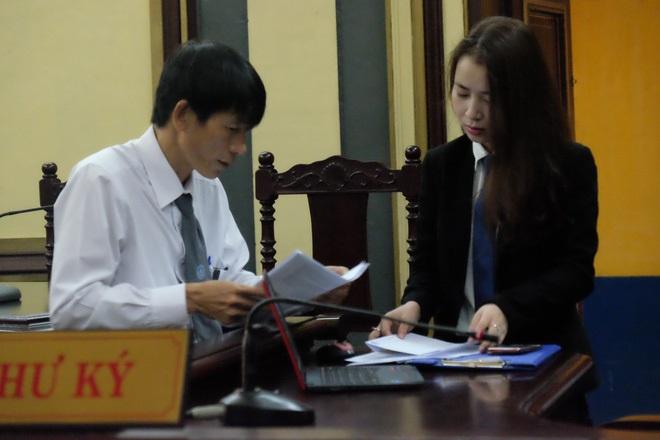 Ngày thứ 5 xét xử vụ hoa hậu Phương Nga: Bị cáo cười tươi, tự tin bước vào phòng xử án - Ảnh 9