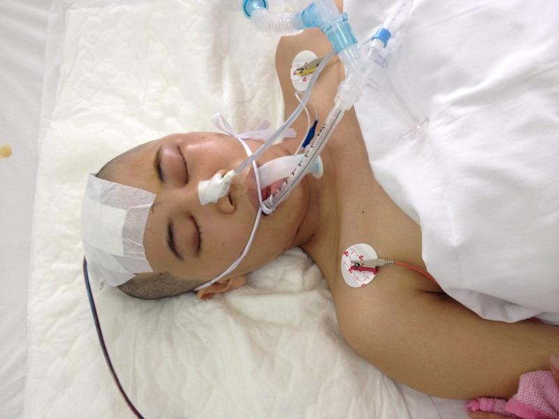 Sản phụ xinh đẹp bất ngờ bị xuất huyết não, chồng và con gái mới sinh kiên cường giúp vợ chiến đấu với tử thần - Ảnh 2