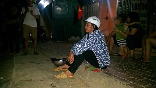 Sập cầu ở Yên Bái: Mẹ con thiếu phụ gào khóc tìm chồng, gọi cha trong đêm mưa lũ - Ảnh 1