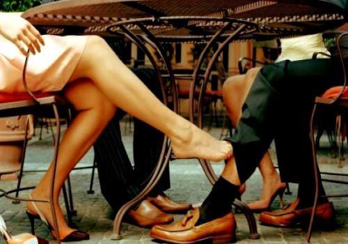 Tại sao đàn ông luôn cảm thấy phụ nữ bên ngoài hấp dẫn hơn vợ mình? - Ảnh 1